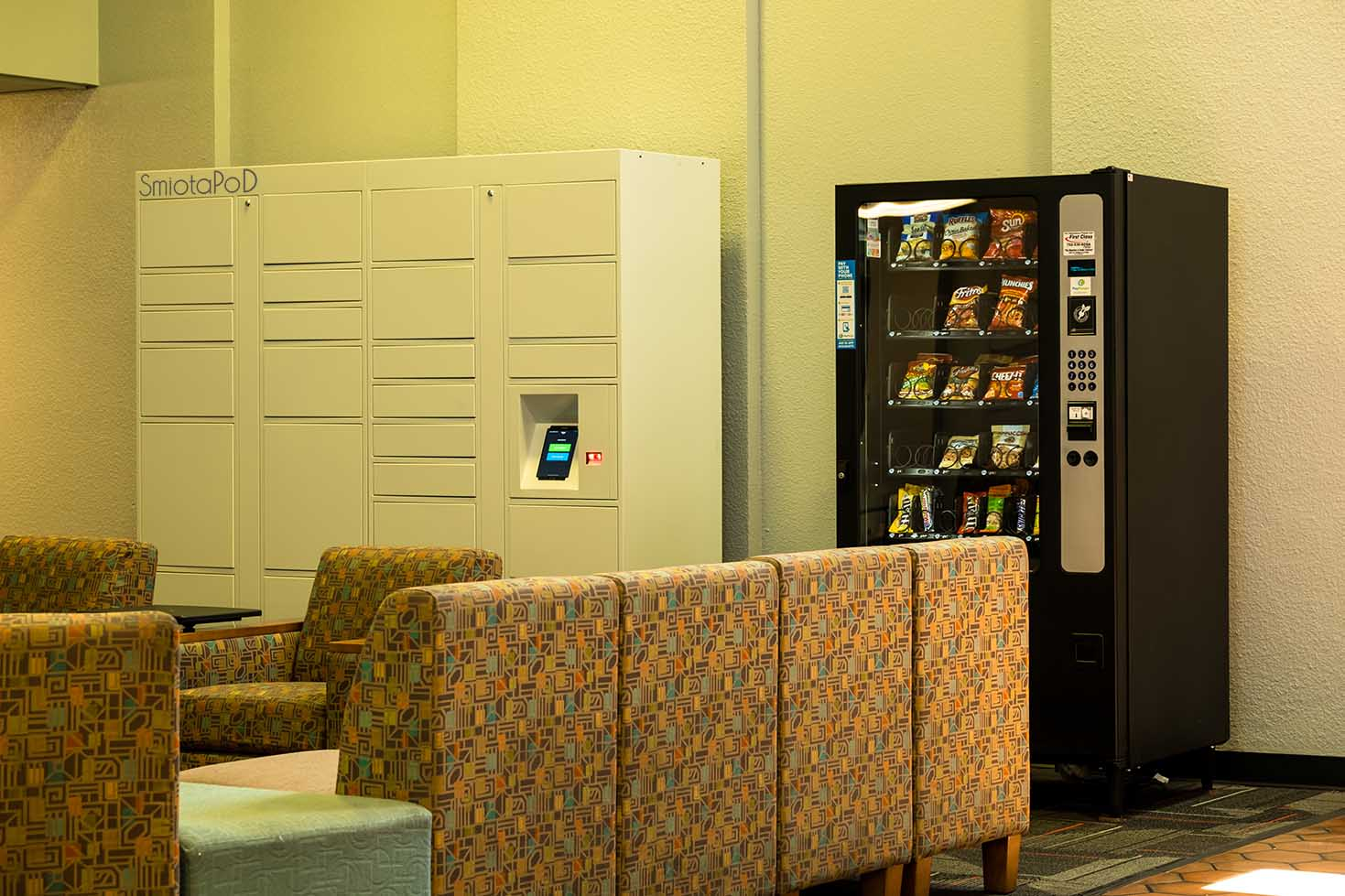 7 Perks of Bringing Smart Lockers to College Campuses
