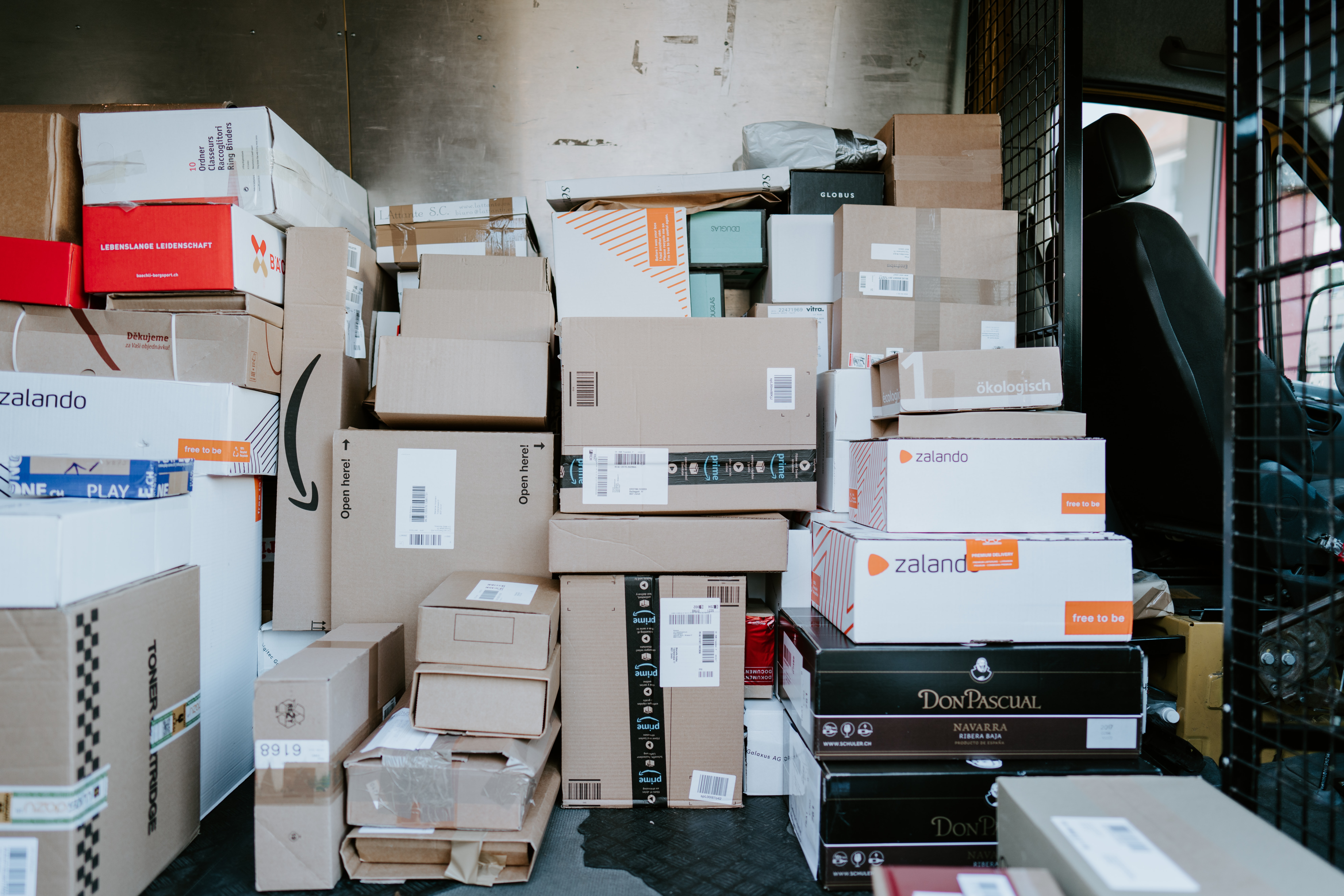 How to Solve Your Office Mailroom Problems With a Smart Locker